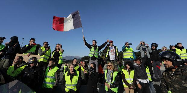 Gilets-jaunes-244.000-manifestants-en-France-un-mort-et-106-blesses